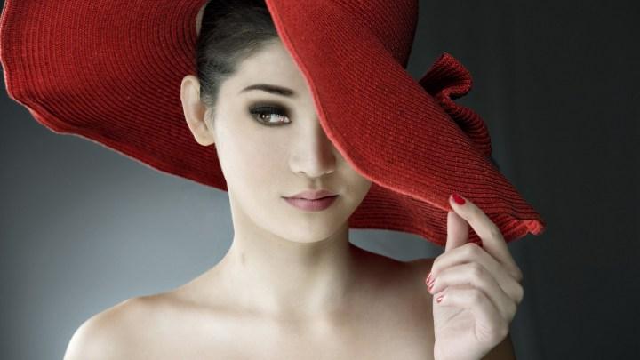 fashion-red-hat-brunette-model-girl-portrait-wallpaper-1920x1080