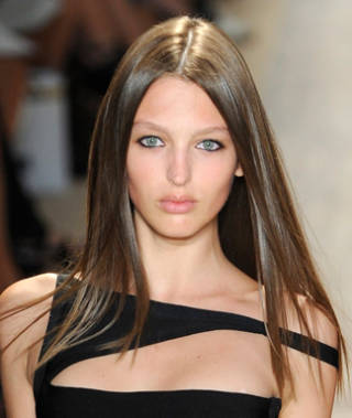 Beauty-Trend-Pin-Straight-Strands-mdn