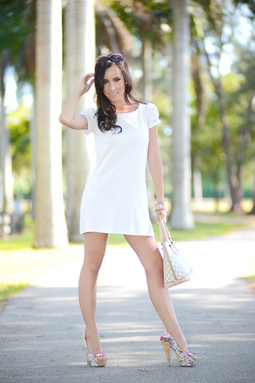 Spring looks white dress lady code