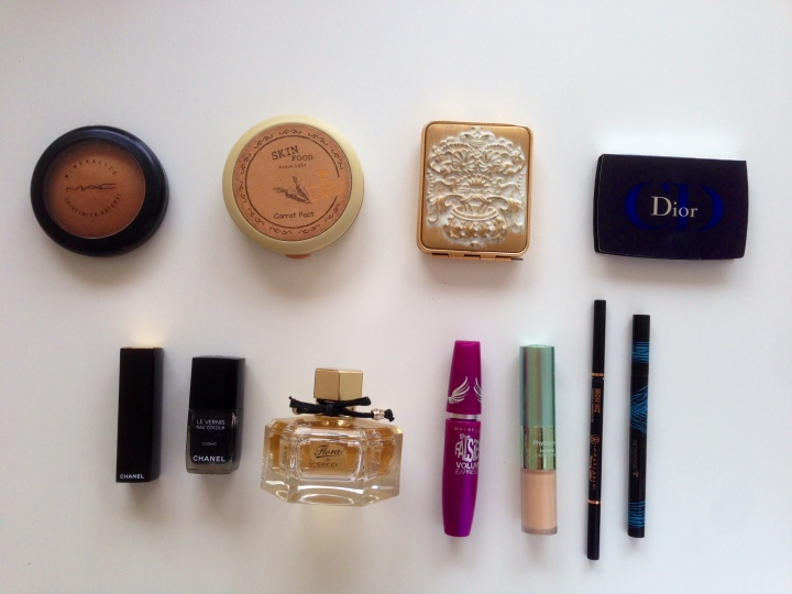 What's Inside My Make Up Bag?