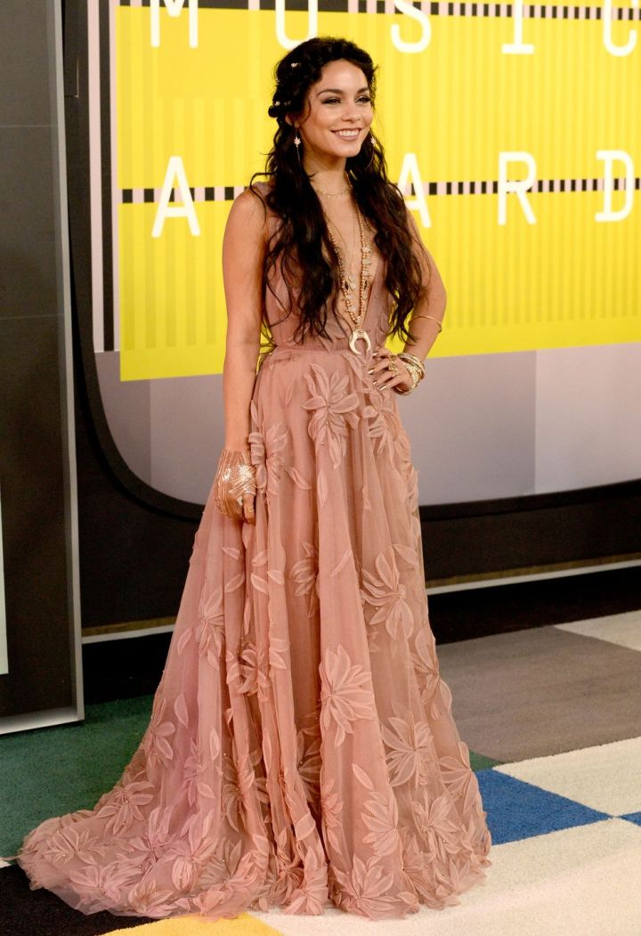 vanessa hudgens VMA red carpet VMA 2015 boho best look Naeem Khan