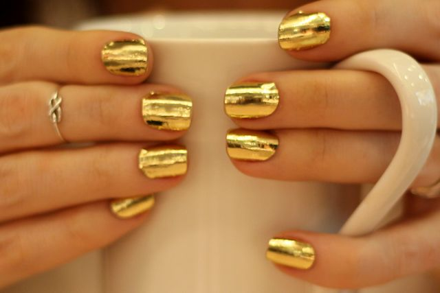 gold-nail-art-gold-foilf-nails-fall-2015-trend