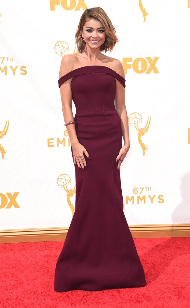 sarah hyland 2016 best emmy red carpet