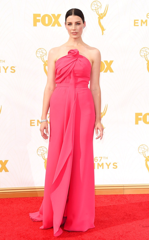 jessica pare red carpet emmy 2016