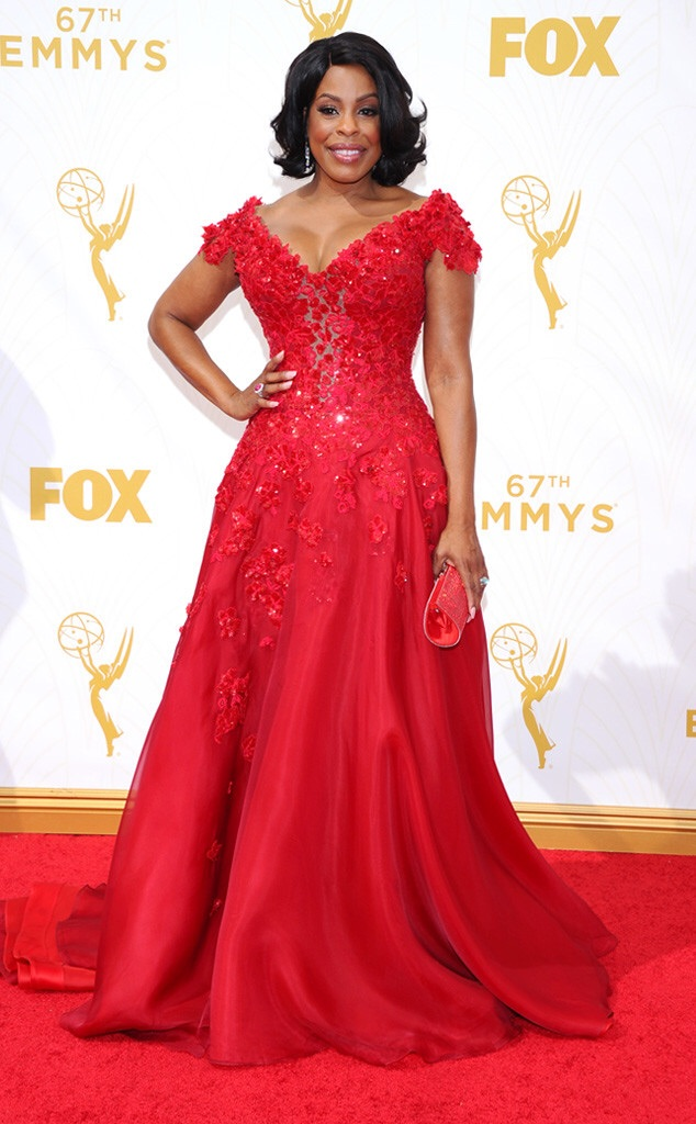 niecy nash emmy 2016 red carpet best
