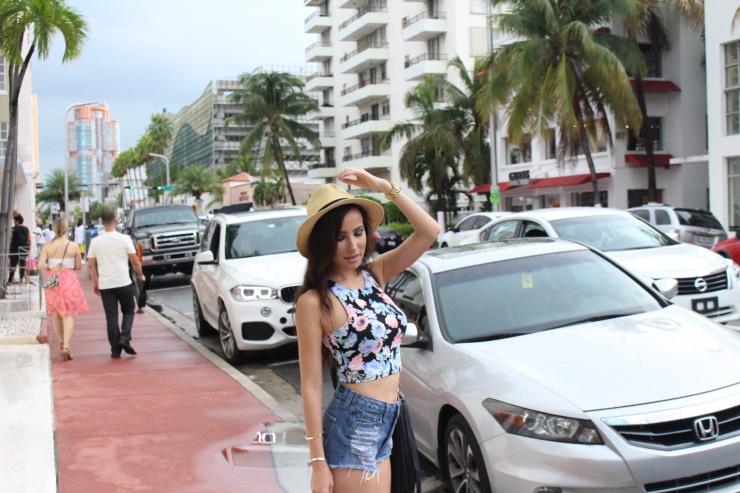 south beach miami style photo blogger fashion blogger miami fashion blog best floral print street style
