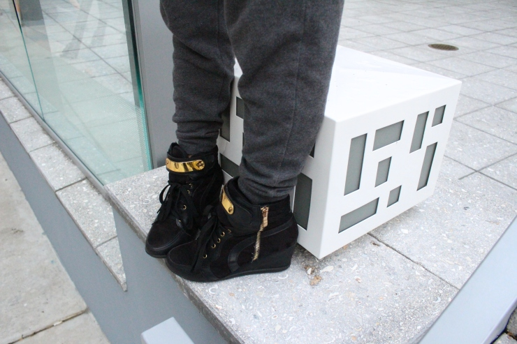 trainers detail shot black and gold blogger style2